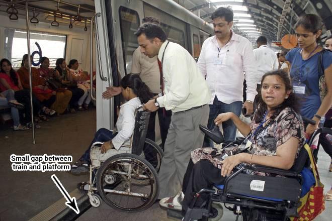 delhi metro accessibility: level platform